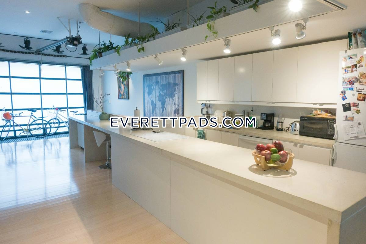 1 Bed 1 Bath - Everett $3,200