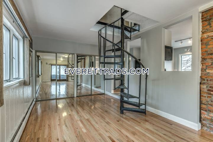3 Beds 2 Baths - Everett $2,400